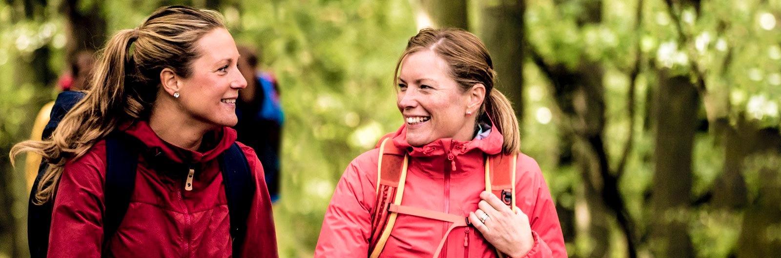 Two hikers walking along Östgötaleden
