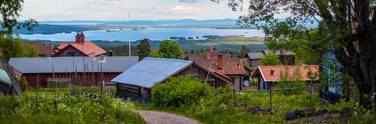 Wooden houses along Siljan Signature Trail