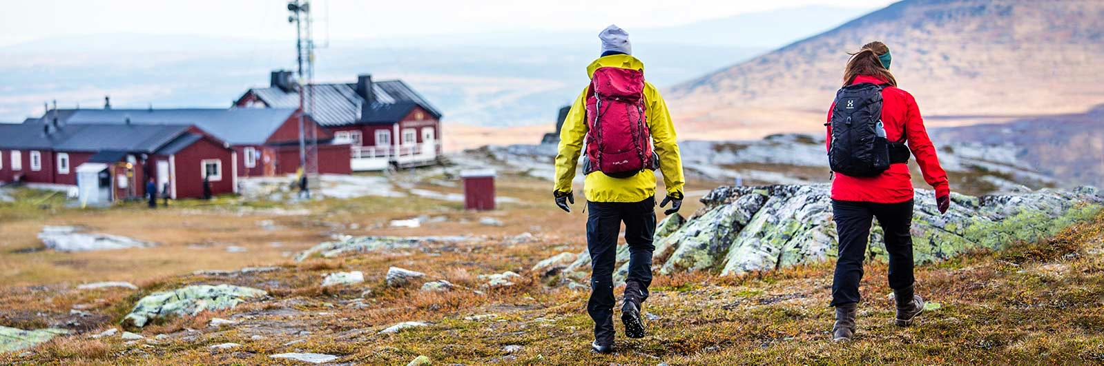 Hiker walking between Sylarna and Blåhammaren