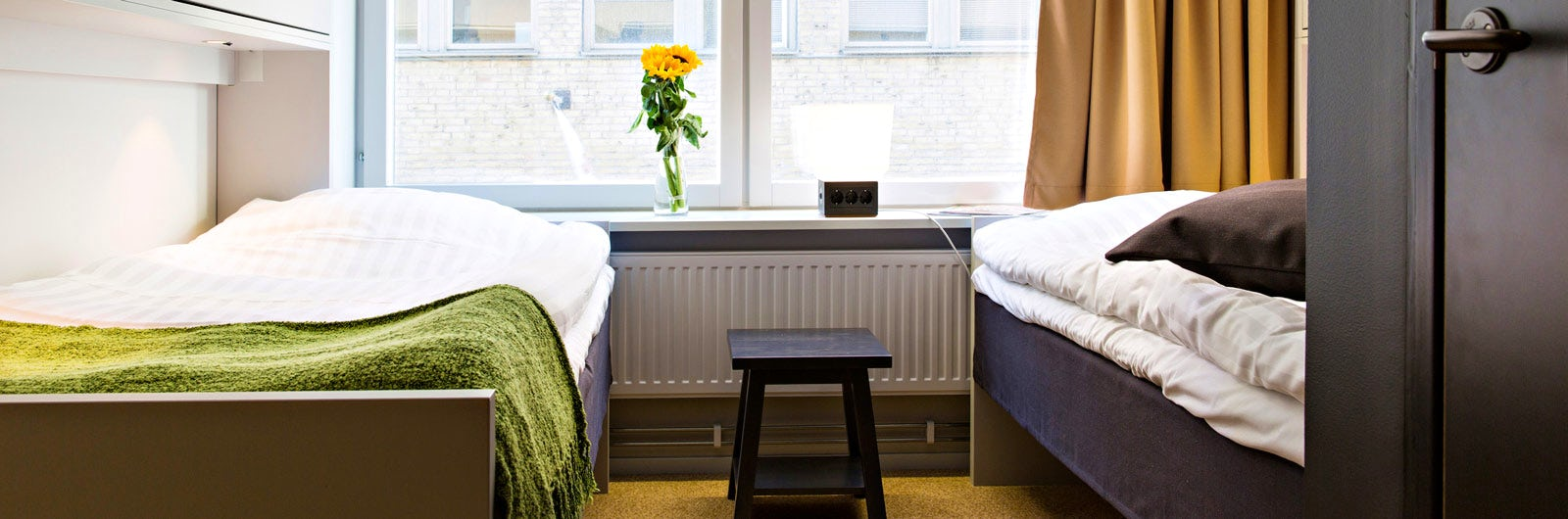 Twin beds and sunflowers at Göteborg City
