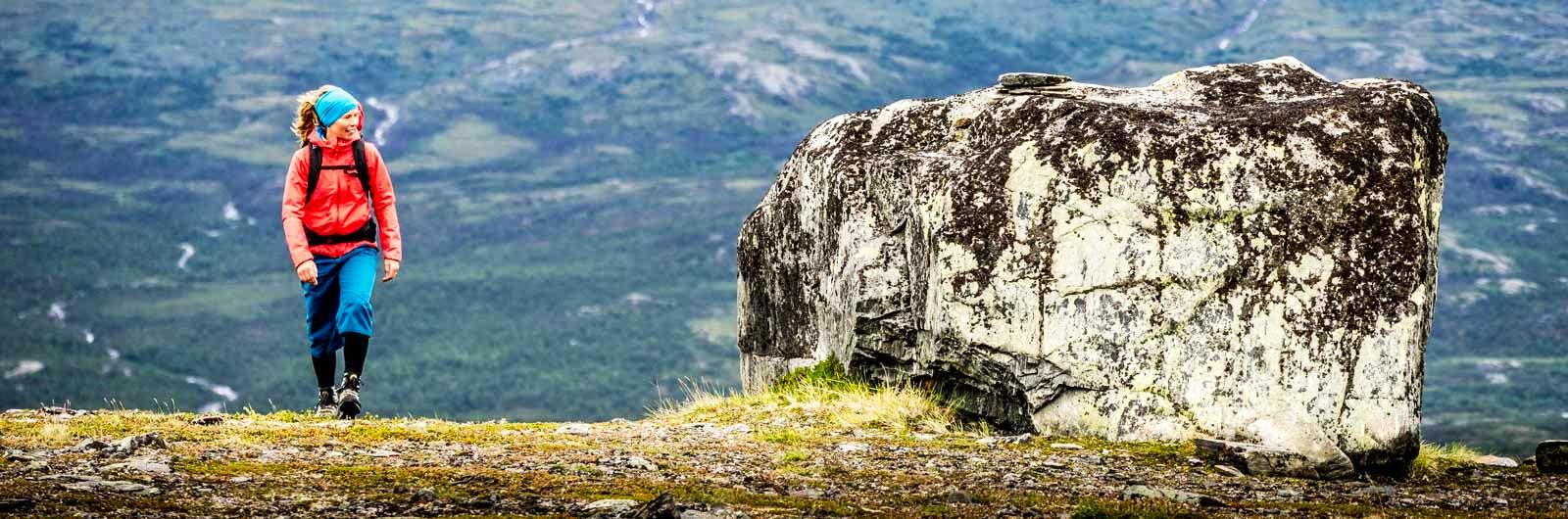 Woman next to huge rock near Singi - Kaitumjaure