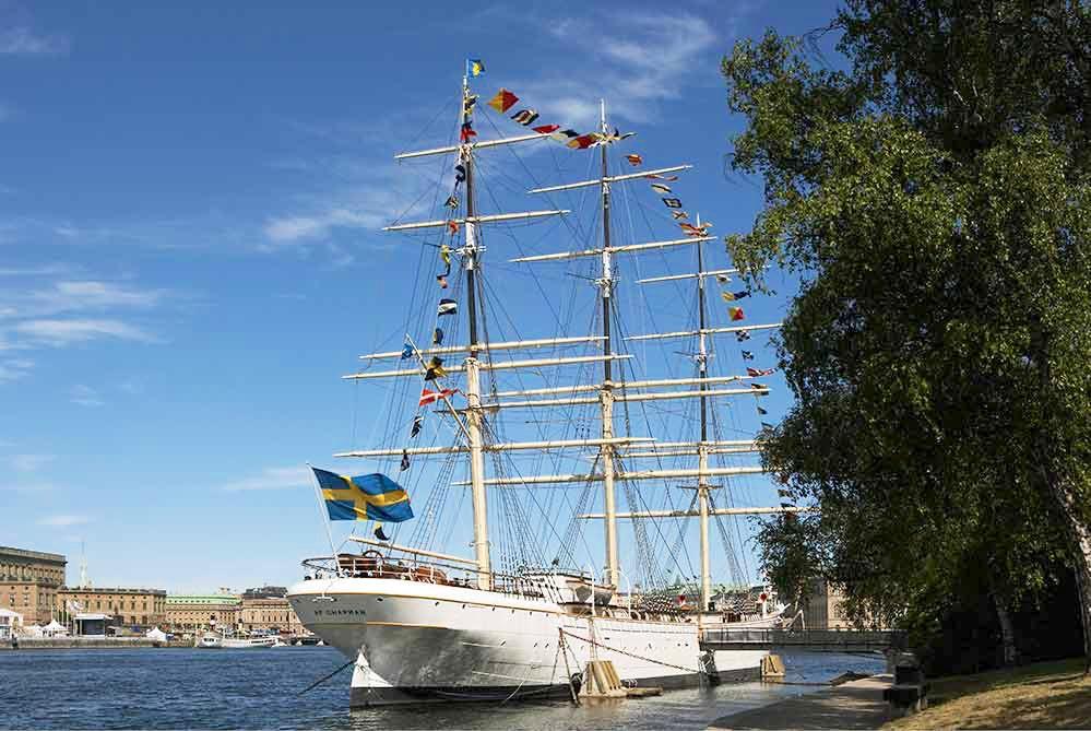 Af Chapman ship and blue skye